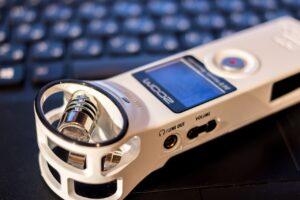 Транскрибация, диктофон, прослушивание, печать